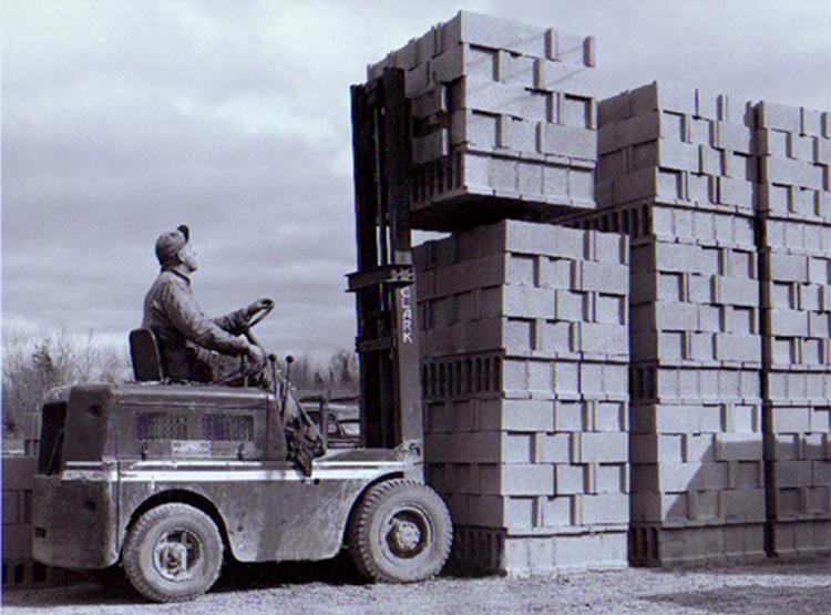 1921 г. Модель погрузчика от Clark под названием Trucklift грузоподъёмностью от 2 до 5 т.