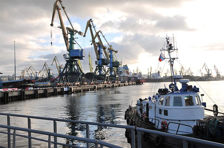 Грузы из Каспийского бассейна куда-то утекают хотя портовики Астрахани и стараются за троих