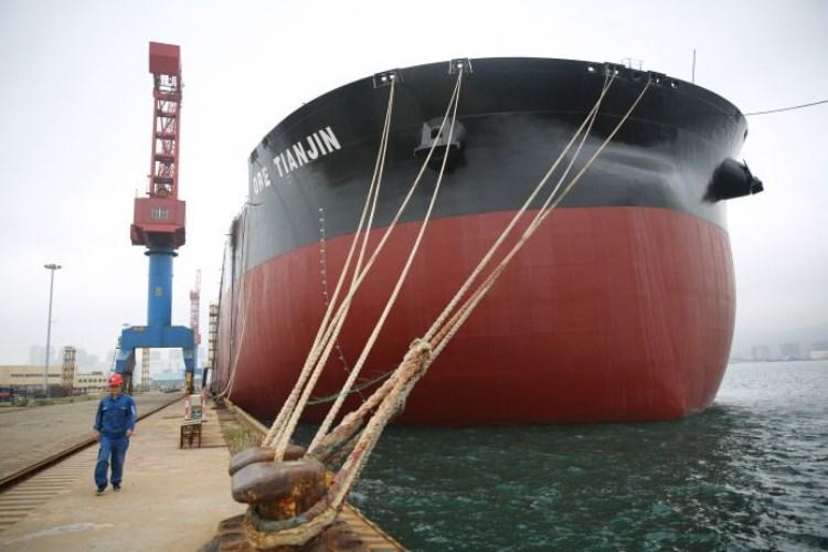КНР сдал клиенту крупнейший вмире рудовоз грузоподъемностью 400 тыс. т
