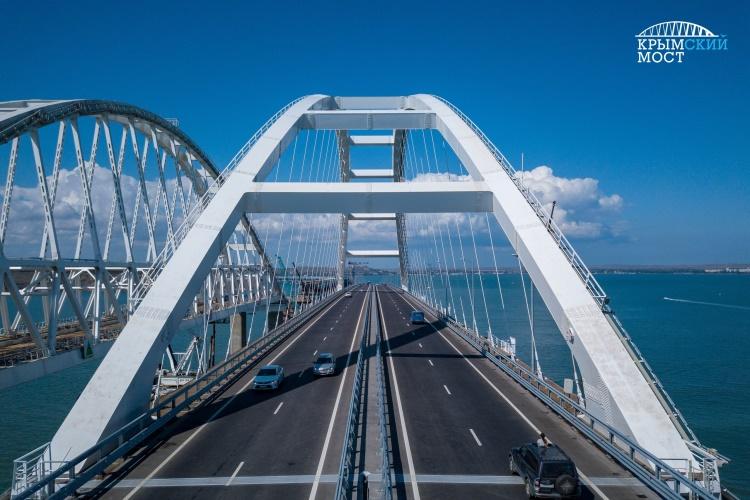 В помощь большегрузам на Крымском мосту предлагают создать логистический центр
