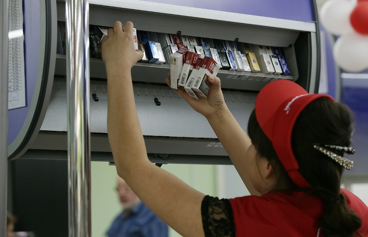 Путин одобрил обязательную маркировку сигарет смарта 2019-ого