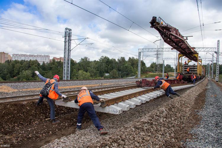 Военные начали укладку железнодорожных путей вобход Украины