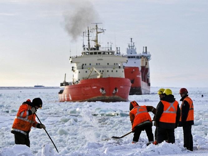 Путин установил задачу увеличить грузопоток Северного морского пути
