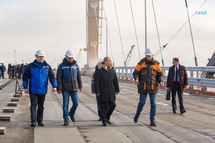 Выборы президента: кот Мостик обогнал строителей наизбирательном участке наКрымском мосту
