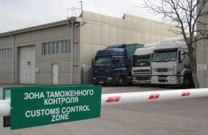 За неполный месяц через Благовещенскую таможню в КНР выехало грузовиков больше, чем вернулось