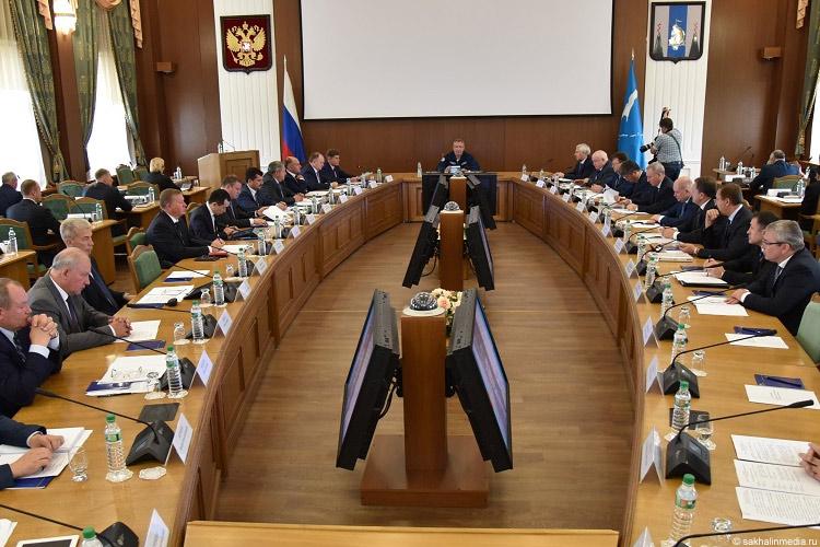 Работа пунктов пропуска ваэропортах должна быть основана напринципах ГЧП— Рогозин