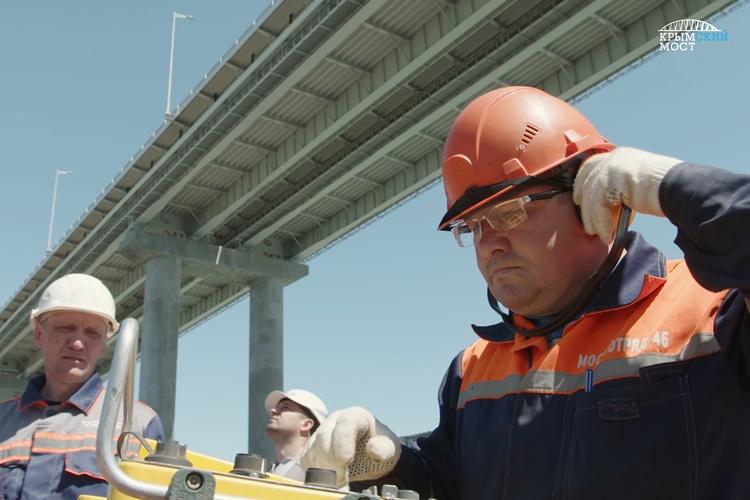 МинтрансРФ: продление возведения Крымского моста идет пографику
